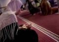 বেপর্দা নারীর মসজিদে প্রবেশ