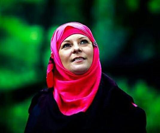 টনি ব্লেয়ারের শ্যালিকা লরেন বুথ যে কারনে ইসলাম গ্রহণ করেন