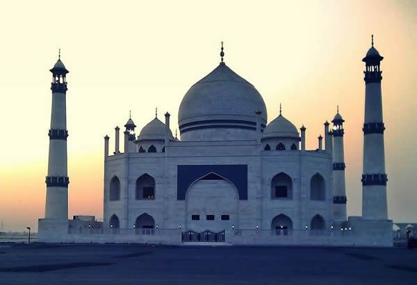 Loading... Siddiqa_Fatima_Zahra_Mosque_Kuwait.jpg