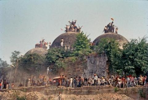 বাবরি মসজিদের জায়গায় মন্দির বানানোর পক্ষেই রায় দিয়েছে ভারতের সুপ্রিম কোর্ট